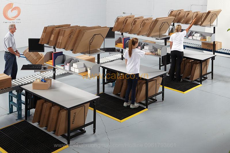 Hình ảnh mô phỏng sự tiện ích của những chiếc bàn đóng gói